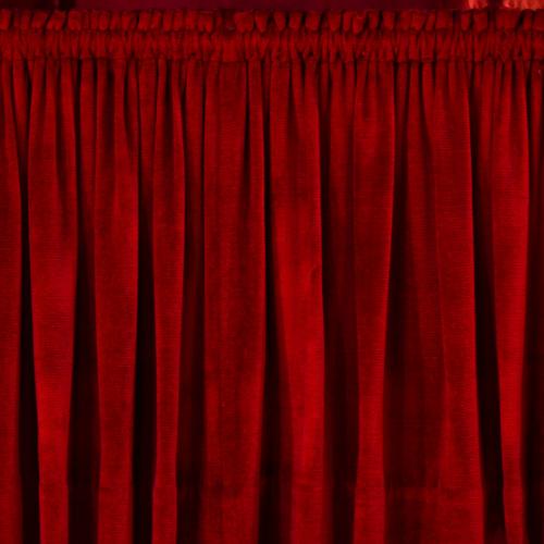 vorhang aus rotem samt
